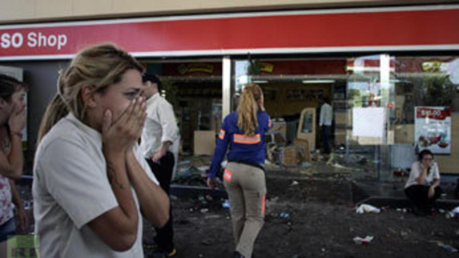w900-p16x9-argentine-looting-m.jpg